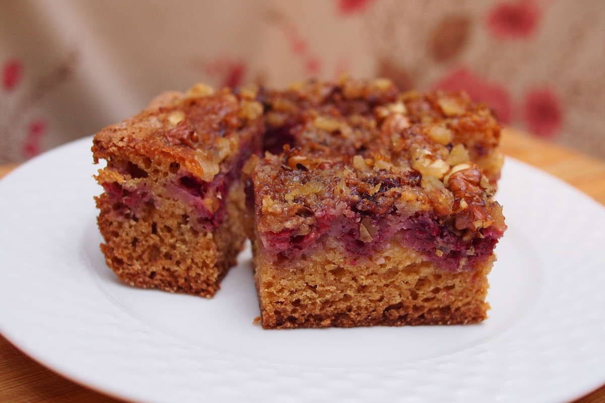 Búzadarás kevert süti édes málnával és savanykás ribizlivel