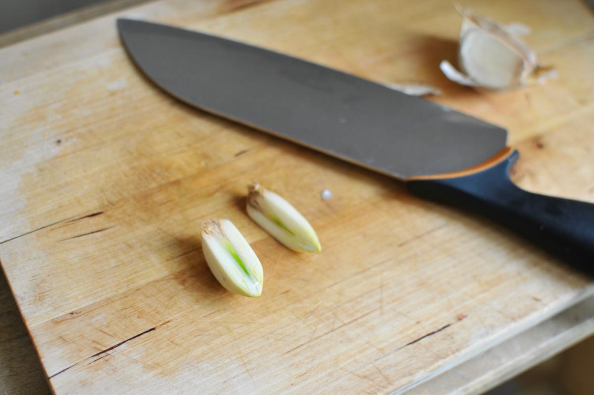 Tényleg ki kell vágni a fokhagyma közepéből a csírát?