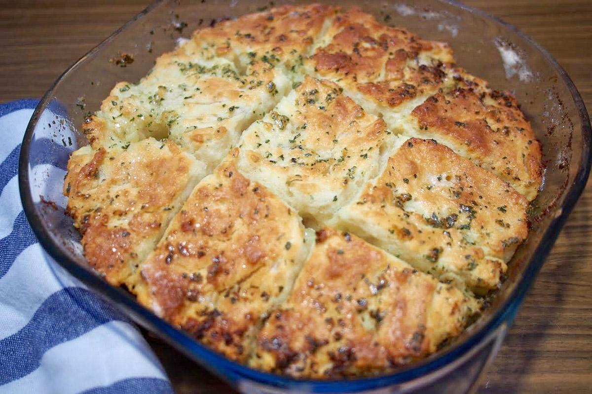 10 perces fokhagymás-fűszervajas kenyér – Nem kell hozzá élesztő vagy kovász