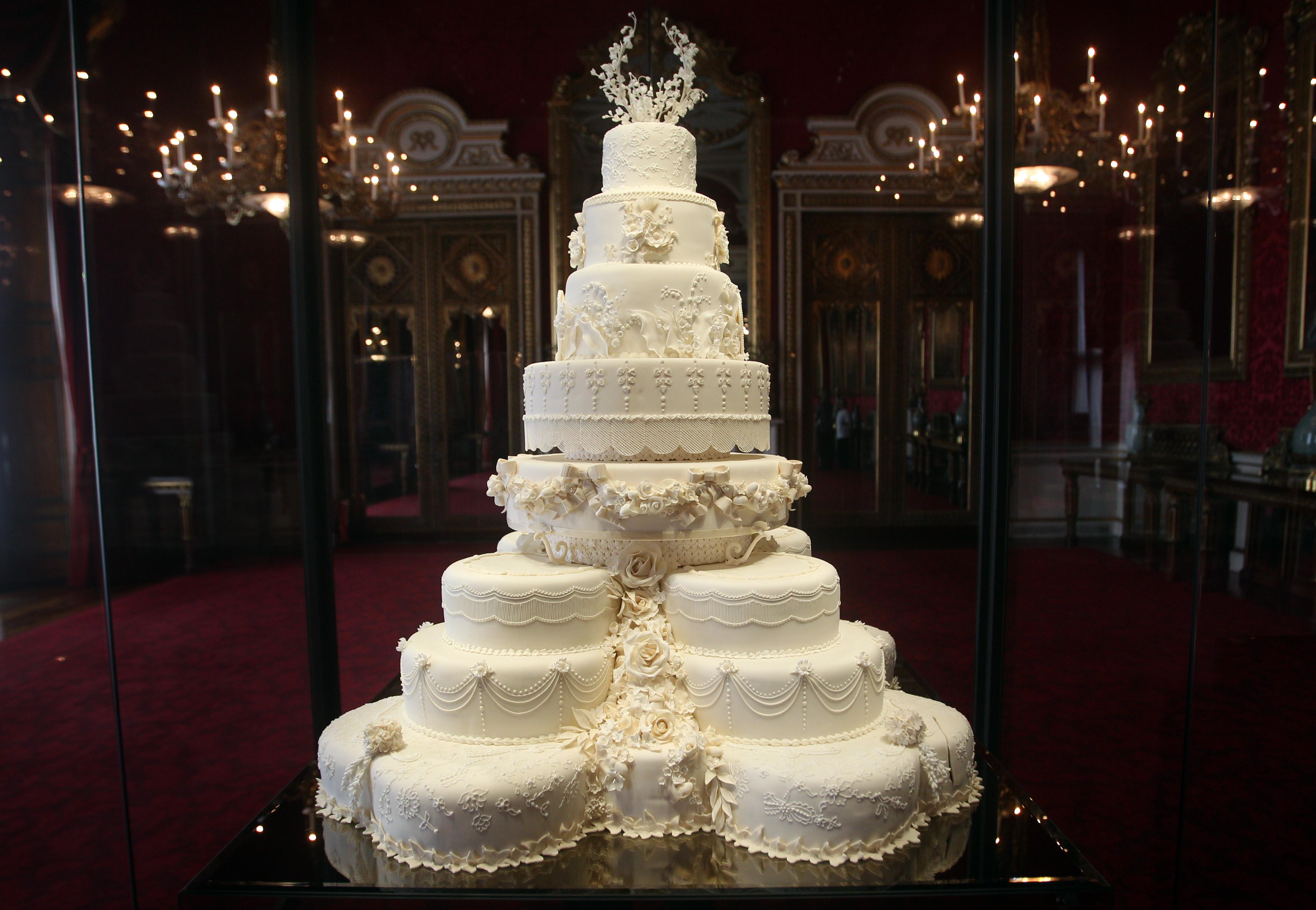Katalin és Vilmos tortája ilyen volt