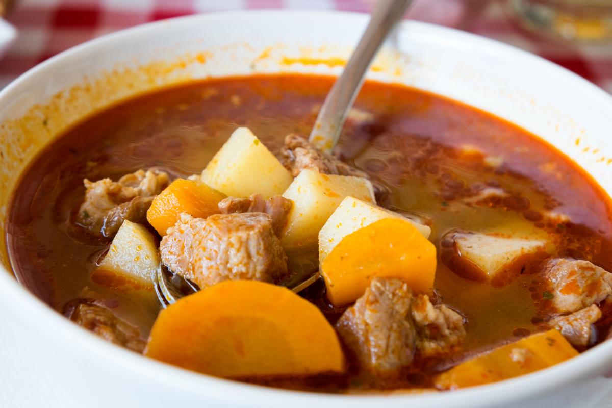 Gulyásleves marhahúsból, sok zöldséggel: az igazi hungarikum