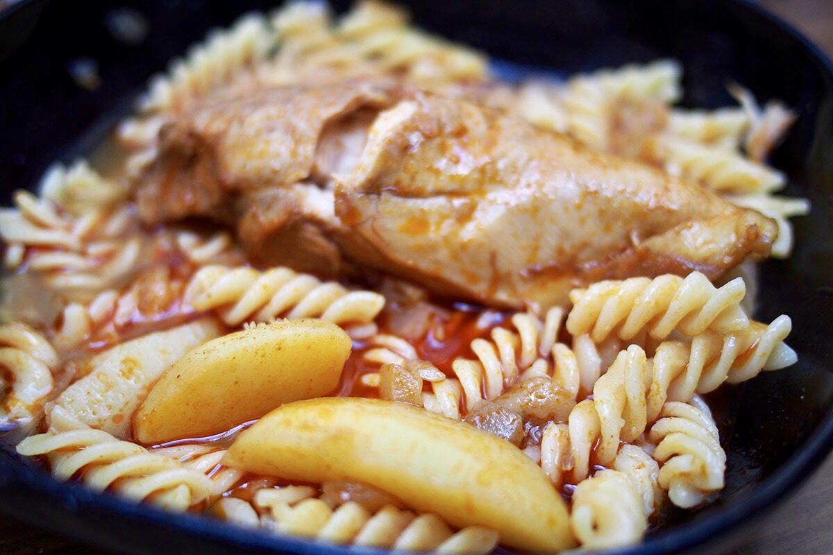 Fura, de működik: csirkepaprikás krumplival főzve