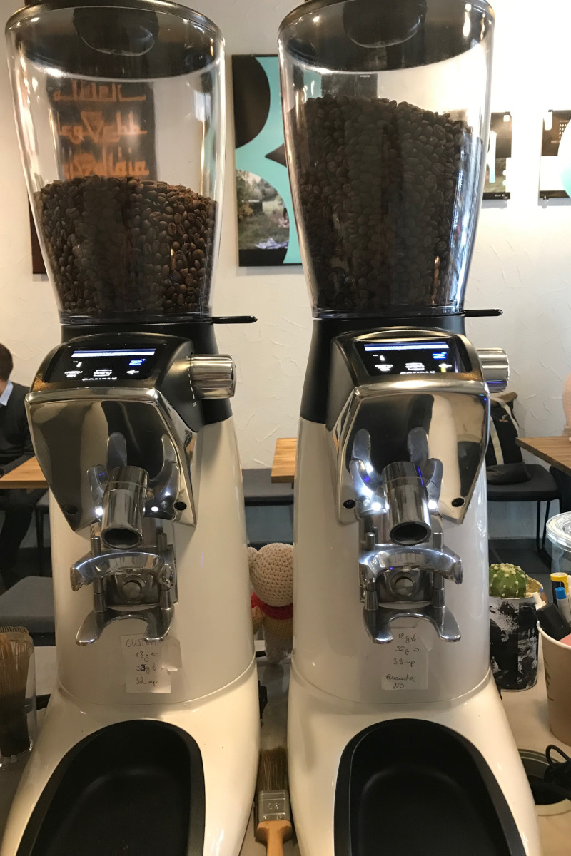 A jó minőségű kávét speciális darálón frissen darálják le