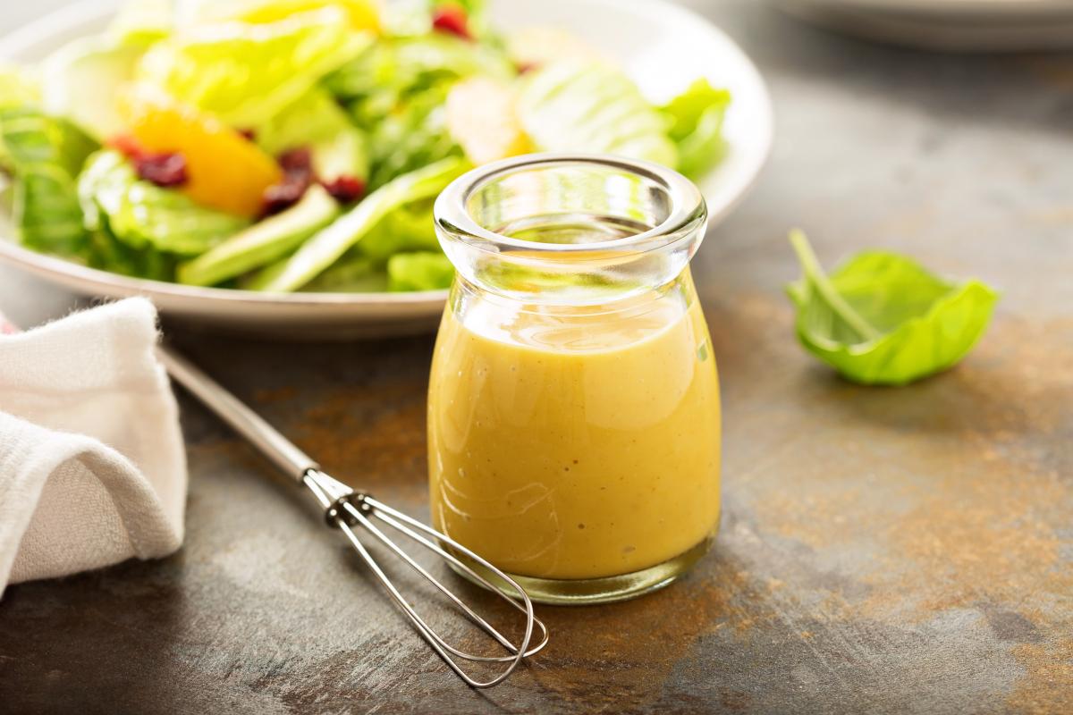 Selymes mézes-mustáros öntet: friss zöldsalátához a legfinomabb