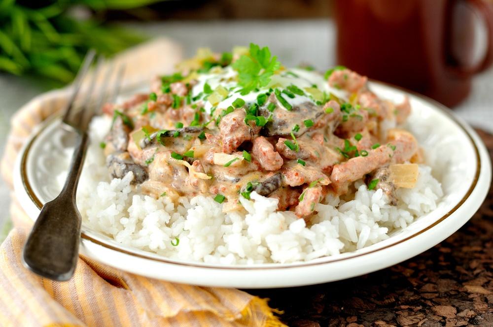 Sertésszűzből fél óra alatt kész a vacsora: készítsd el Stroganoff-módra!