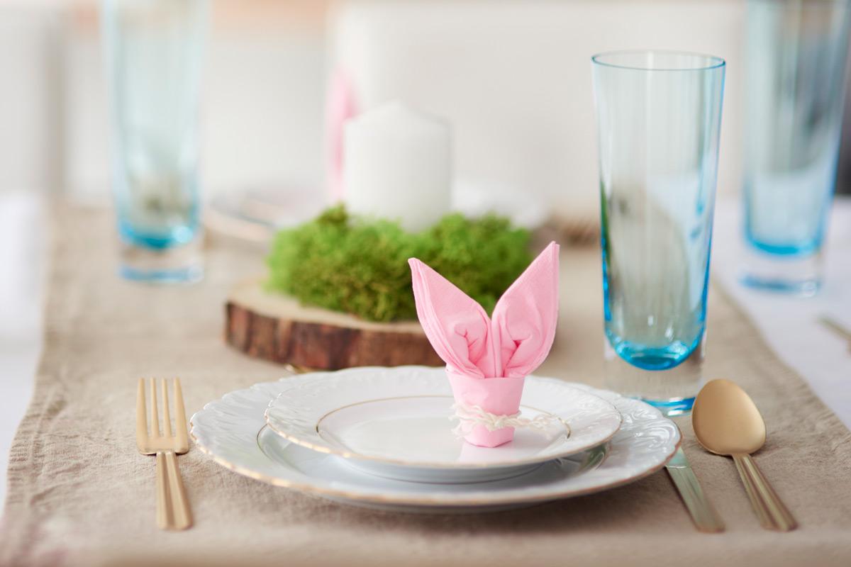 Papírszalvétából aranyos nyuszit formálhatunk.