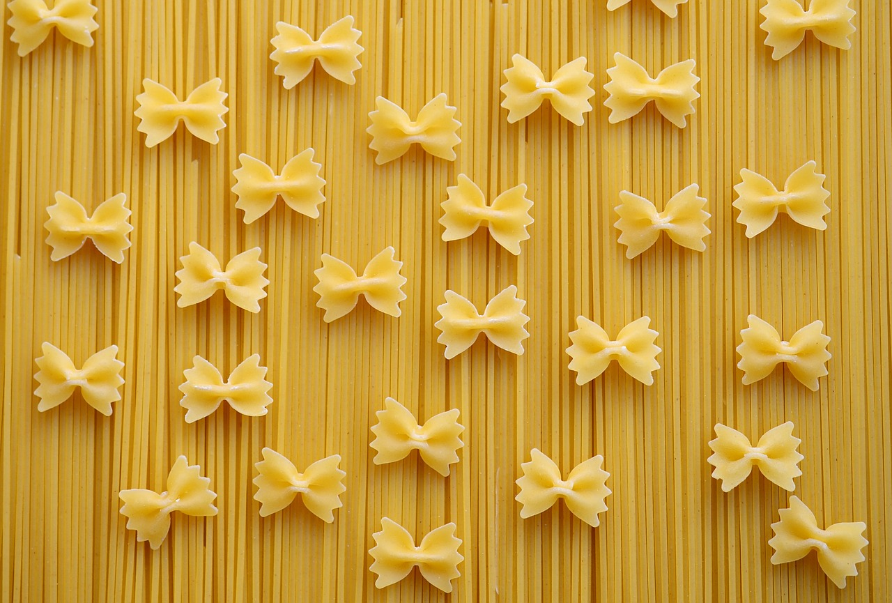 pasta-carbohydrates-spaghetti-noodles-farfalle-560657.jpg
