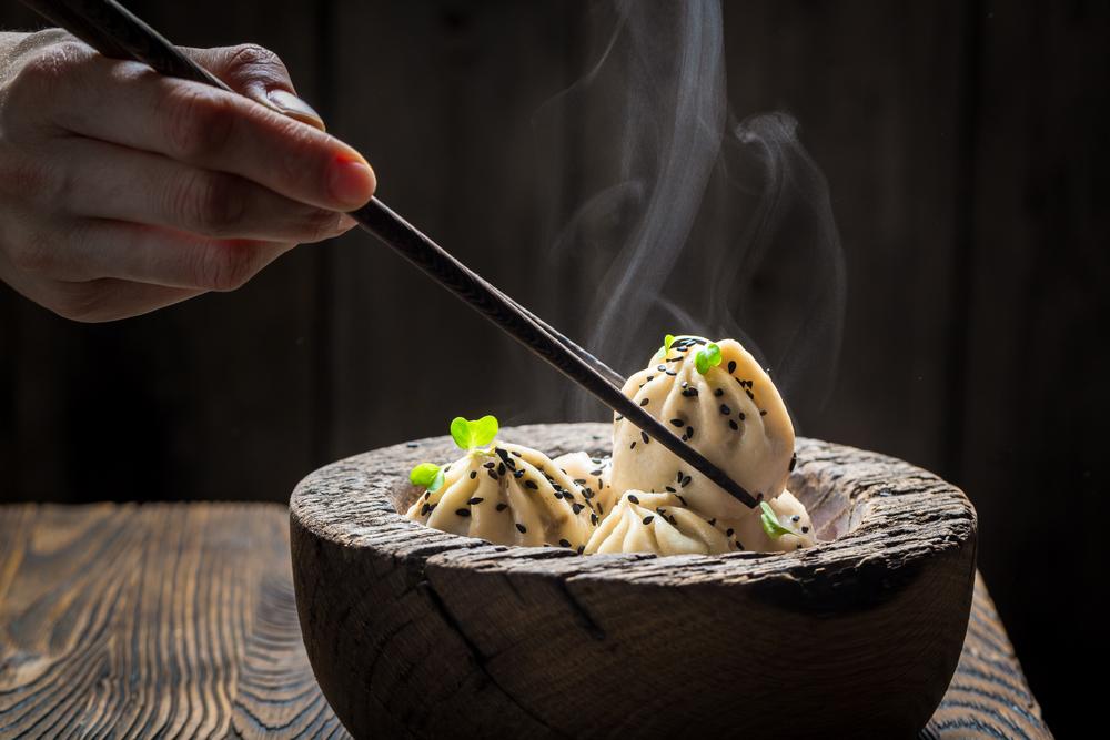 A manti gombócok a török konyhából ismertek, de esznek ilyesmit az egykori SZU egész területén. Általában darált bárány és marha keverékével töltik.