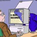 5 nagy különbség a nők és a férfiak munkahelyi netezése között