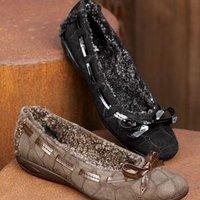 Megint egy hibrid lábbeli: Stuart Weitzman bundás balerína cipő