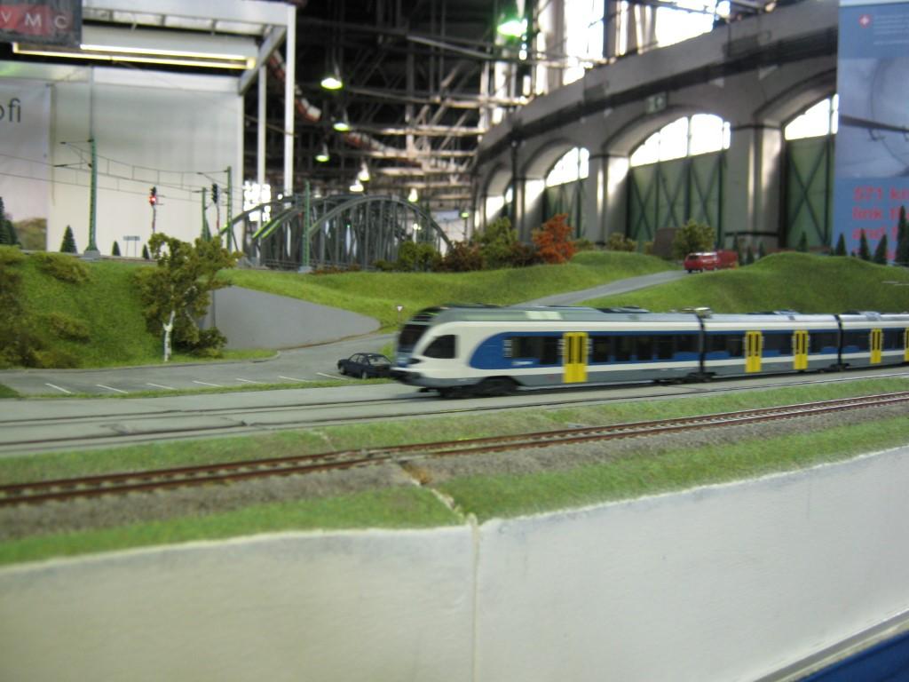Az új, kék-fehér MÁV változat ugyanott.