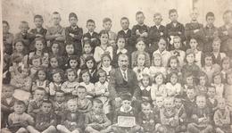 Osztálykép az 1937/1938-as tanévből.