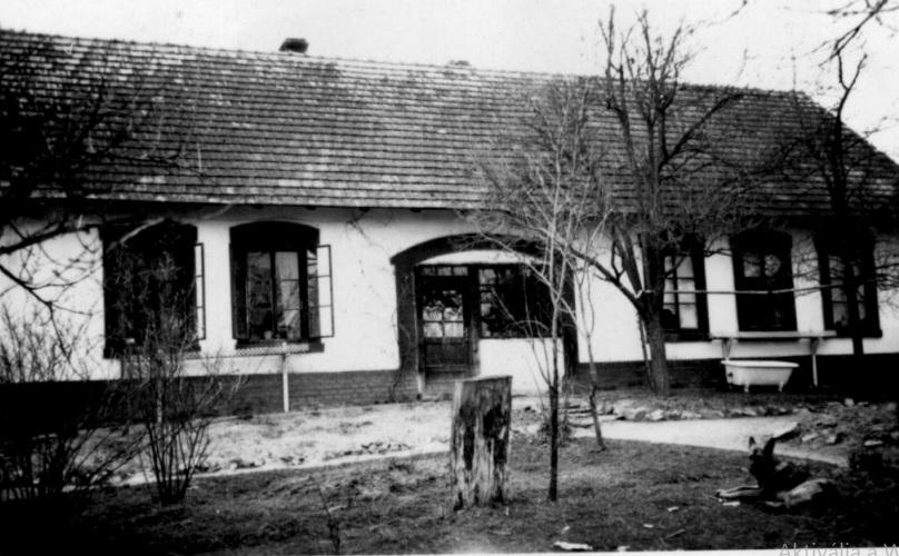 galambos_pusztai_romai_katolikus_elemi_nepiskola_az_1950-es_evekben.jpg
