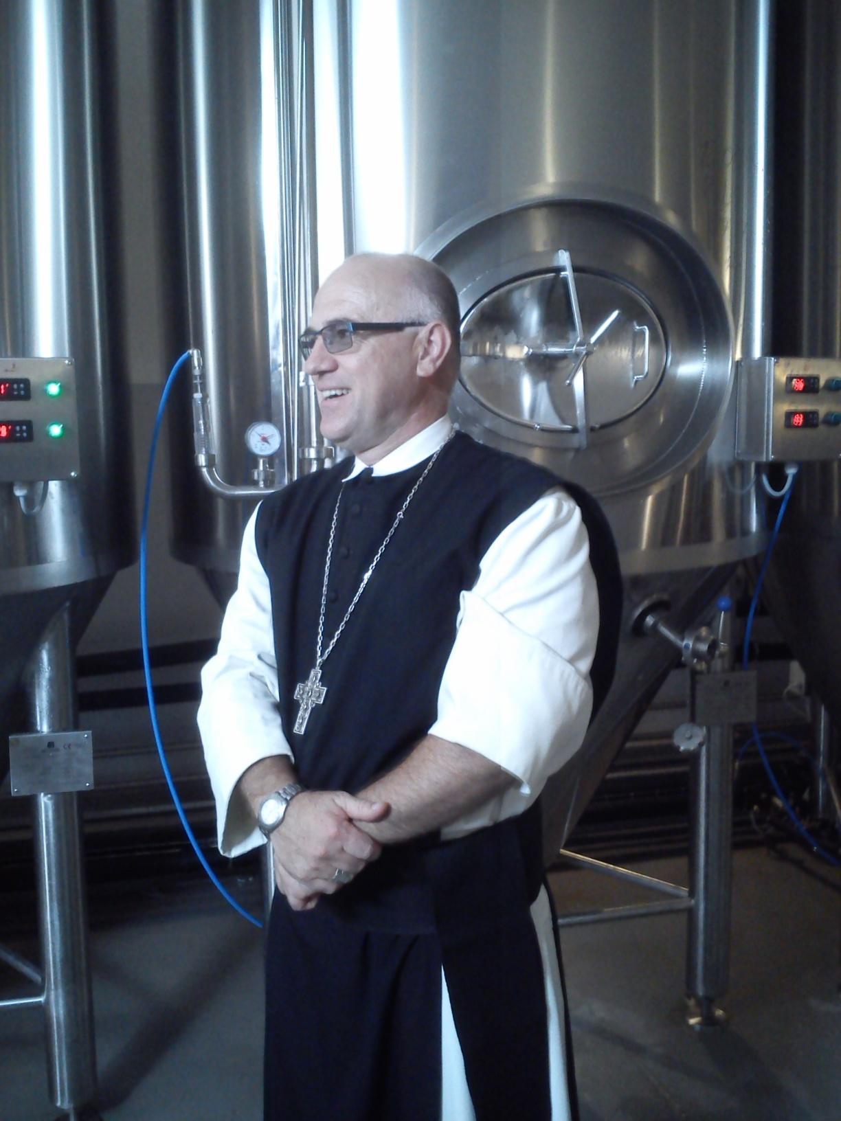 Tibi atya kihívója: Sixtus apát úr Zircről