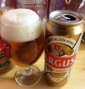 az egyik élelmiszerlánc Csehországban gyártatott 10-es olcsó söre (190 Ft)