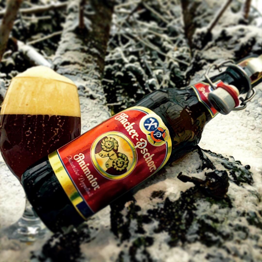 Habfehér Karácsonyt kíván a Sörbúvár!