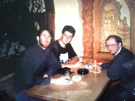 Börgő-barátommal és Németh tanár úrral, aki bevezetett minket a Kölsch világába - a Päffgenben 1993-ban