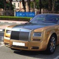 Nézze meg milyen autókkal járnak Dubaj egyetemistái