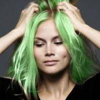A zöld hajú lány