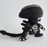 Napi kell: cuki horgolt Alien figura