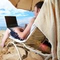 Online akár fürdőruhában is szabad ...
