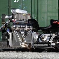 Kitekintő: a világ legerősebb motorkerékpárja - Rapom V8