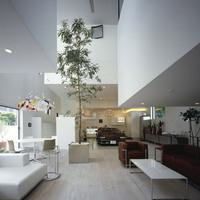 Kitekintő: autó a lakásban (drive-in homes) - KRE House, Tokyo