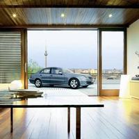 Kitekintő: autó a lakásban (drive-in homes) - Carloft Berlin