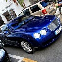 Bentley - Ferrari ikrek (Bentley Peacock blue)