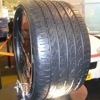 Kitekintő: a világ legszélesebb autógumija - Pirelli P Zero Nero M+S 405/25 ZR 24