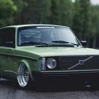 Volvo 242 Custom by Patrick Lindgren