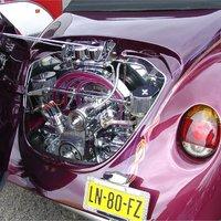 VW Bogár oldalt nyíló motorháztetővel