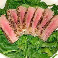 Grillezett tonhal spenótágyon