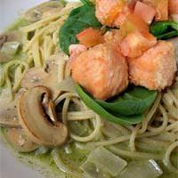 Lazacos spagetti tészta spenótlevélágyon