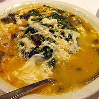 Ázsiai currys tojásleves spenóttal