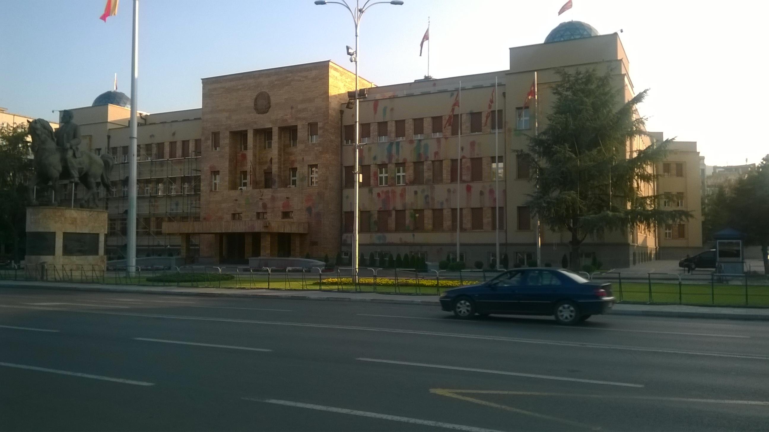 Skopje, Parlament. Színes, szagos.