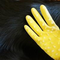 Készíts szőrápoló kesztyűt a házikedvenced legnagyobb örömére, fillérekből!