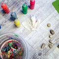 Különleges kavicsfestés salátaszárítóval, akár a legkisebbekkel is +fotók