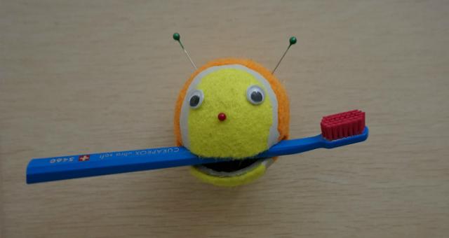 teniszlabdabol_fogkefetarto.jpg