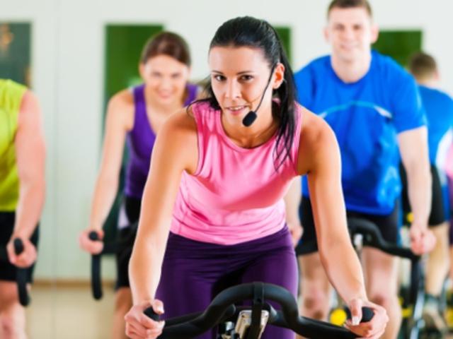 Otthon sportolni fitnesz gépen