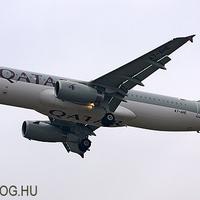 Megkésve és nem túl szépen, de mégis Qatar Airways A320!