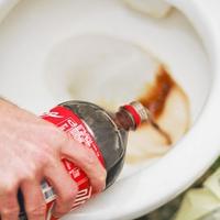 Videó: így takarítsd a WC-t olcsón, gyorsan, KÓLÁVAL
