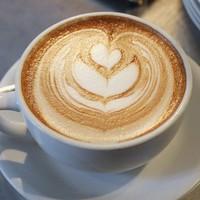Ezekben a kávézókban ihatsz ma ingyen kávét