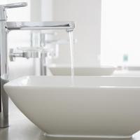 Ez az igazi rezsicsökkentés: így spórolj a vízen a fürdőszobában