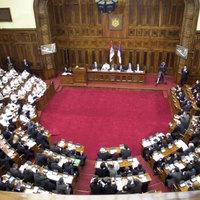 A szerb nép pestise! - átkok a szerb parlament ülésén - videó