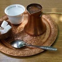 A kávé – Momo Kapor írása