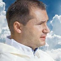 Mémhős lett a sikkasztó pap
