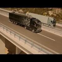 Két száguldó kamion között sétált át egy kötéltáncoslány