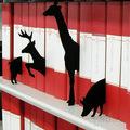 Könyvespolc állatokkal