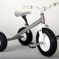 Titánium tricikli